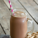 Proteinowy shake z masłem orzechowym