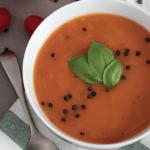 Zupa odchudzająca: Szybka keto zupa pomidorowa