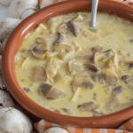 Keto zupa odchudzająca: Kremowa zupa pieczarkowa z kurczakiem