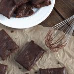 Fit brownie: Ciasto czekoladowe z masłem migdałowym