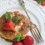 Naleśniki na słodko: Keto naleśniki z truskawkami