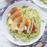 Kurczak w sosie alfredo i spaghetti z cukinii